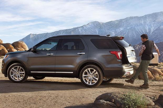 Which is better the pathfinder or autos post for Honda pilot vs ford explorer