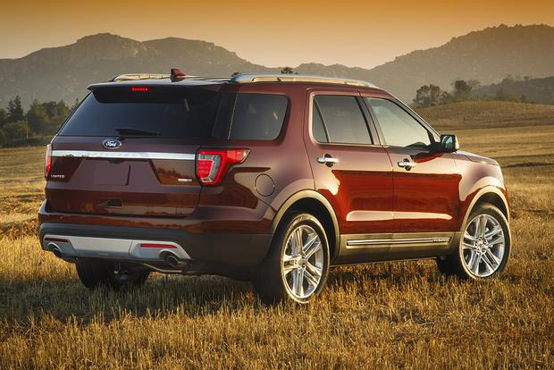 2016 Honda Pilot vs. 2016 Ford Explorer: Which Is Better? featured image large thumb10