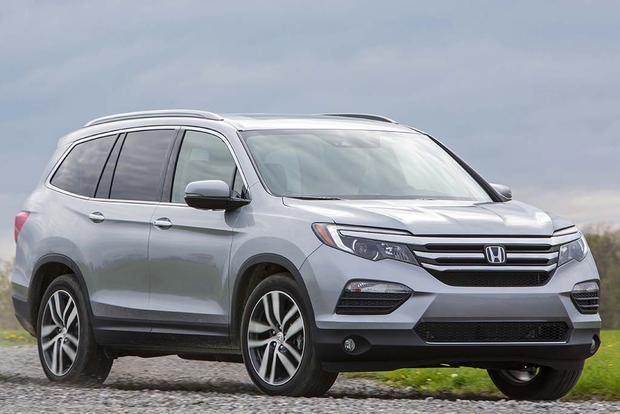 Honda Santa Fe >> 2016 Honda Pilot Vs 2017 Hyundai Santa Fe Which Is Better