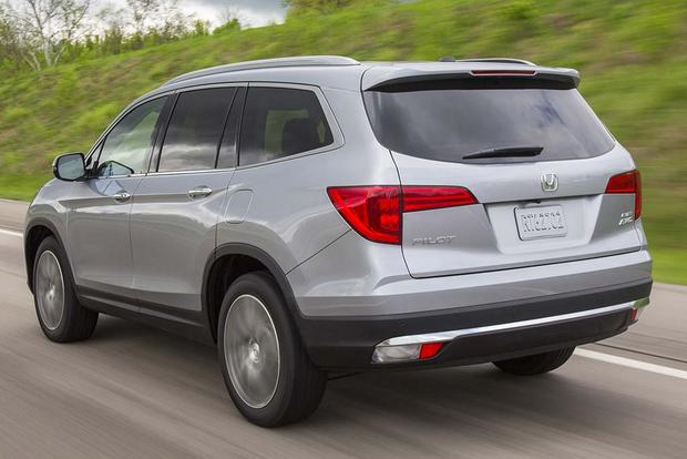 Honda Pilot Vs Hyundai Santa Fe >> 2016 Honda Pilot vs. 2017 Hyundai Santa Fe: Which Is Better? - Autotrader