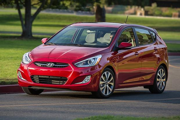 2015 Hyundai Accent vs. 2015 Hyundai Elantra: What's the Difference? featured image large thumb11