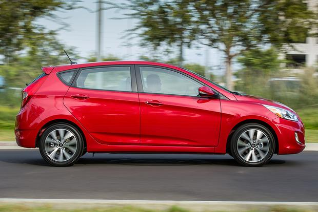 2015 Hyundai Accent vs. 2015 Hyundai Elantra: What's the Difference? featured image large thumb9