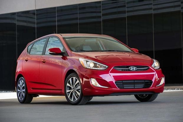 2016 Hyundai Accent vs. 2016 Honda Fit: Which Is Better? featured image large thumb1