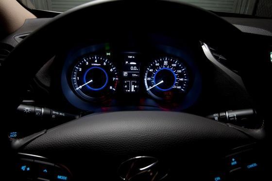 2013 Hyundai Azera: New Car Review featured image large thumb12