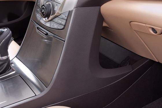 2013 Hyundai Azera: New Car Review featured image large thumb14