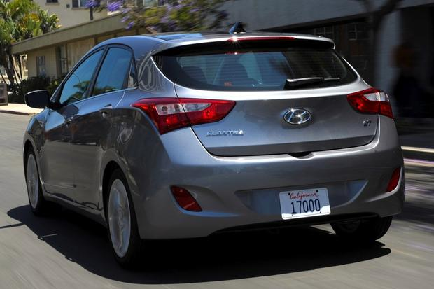 2013 vs. 2014 Hyundai Elantra: What's the Difference? featured image large thumb11