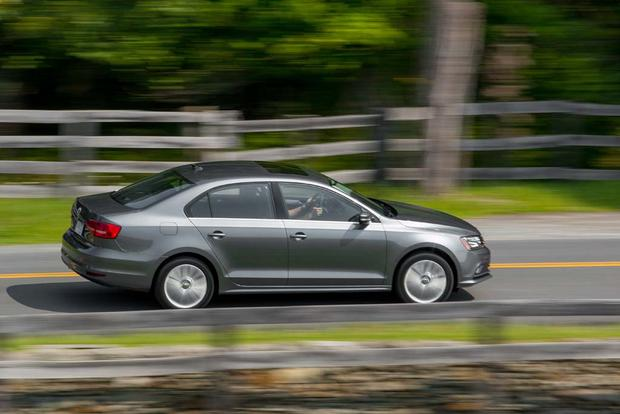 2016 Hyundai Elantra vs. 2016 Volkswagen Jetta: Which Is Better? featured image large thumb4