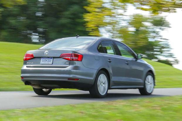 2016 Hyundai Elantra vs. 2016 Volkswagen Jetta: Which Is Better? featured image large thumb10