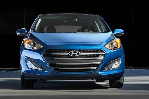 2017 Hyundai Elantra Gt New Car Review Featured Image Large Thumb6