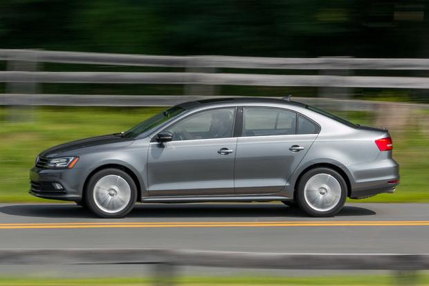 2017 Hyundai Elantra vs. 2016 Volkswagen Jetta: Which Is Better? featured image large thumb4