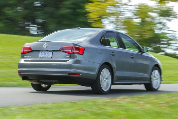 2017 Hyundai Elantra vs. 2016 Volkswagen Jetta: Which Is Better? featured image large thumb10