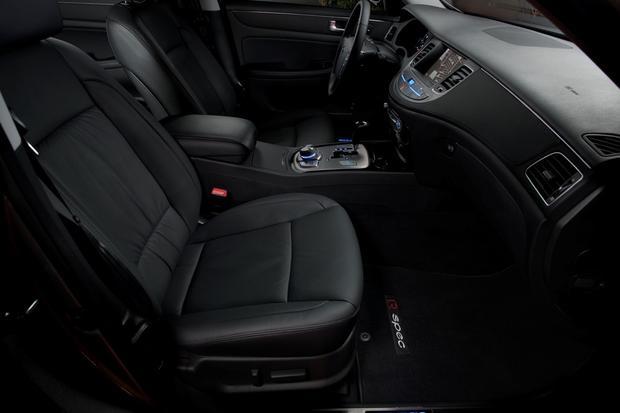 2012 Hyundai Genesis: New Car Review featured image large thumb25