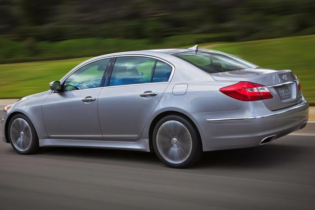 2014 vs. 2015 Hyundai Genesis: What's the Difference? featured image large thumb5