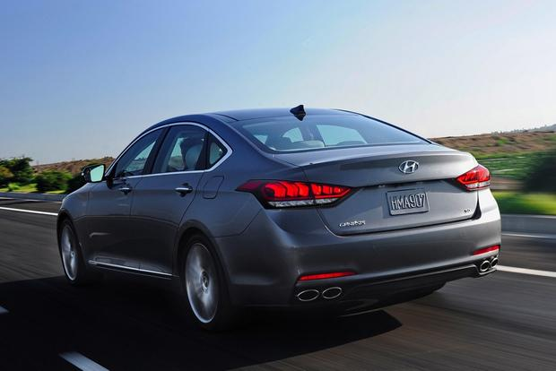 2014 vs. 2015 Hyundai Genesis: What's the Difference? featured image large thumb1