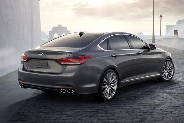 2015 hyundai genesis vs 2015 hyundai equus what 39 s the difference autotrader. Black Bedroom Furniture Sets. Home Design Ideas