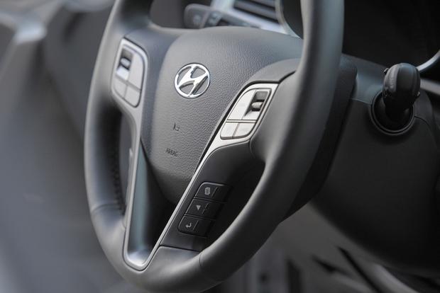 2013 Hyundai Santa Fe - Image Gallery featured image large thumb8