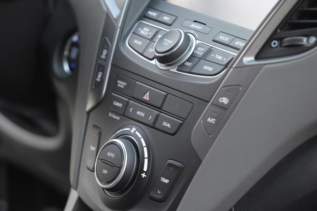 2013 Hyundai Santa Fe - Image Gallery featured image large thumb10