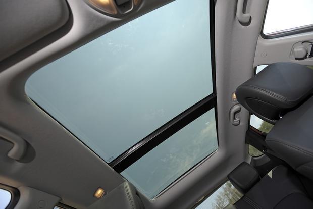 2013 Hyundai Santa Fe - Image Gallery featured image large thumb11