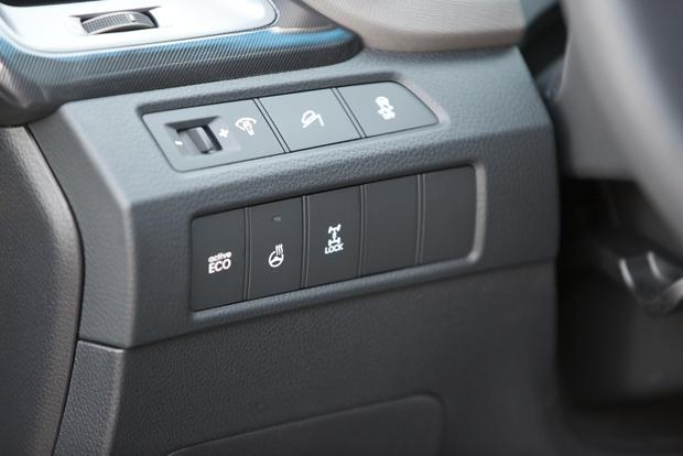 2013 Hyundai Santa Fe - Image Gallery featured image large thumb14