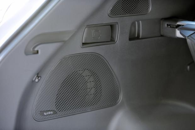 2013 Hyundai Santa Fe - Image Gallery featured image large thumb15