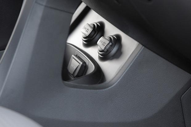 2013 Hyundai Santa Fe - Image Gallery featured image large thumb16
