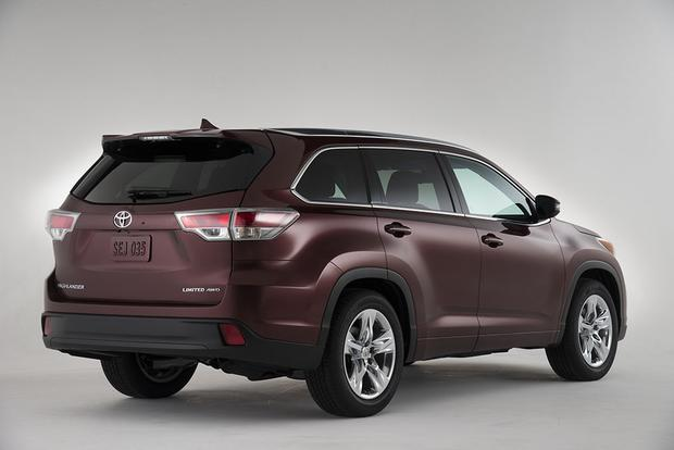 2015 Toyota Highlander vs. 2015 Hyundai Santa Fe: Which Is Better? featured image large thumb1