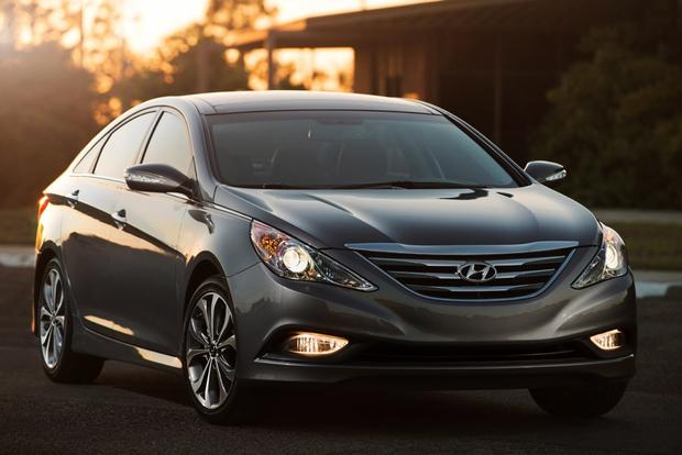 2014 vs. 2015 Hyundai Sonata: What's the Difference? featured image large thumb4