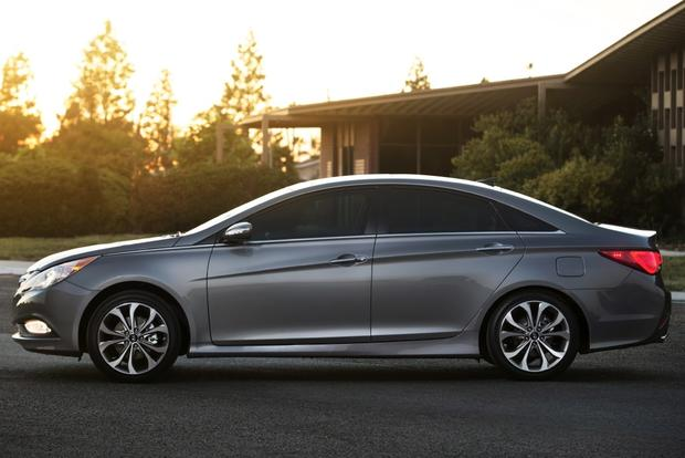 2014 vs. 2015 Hyundai Sonata: What's the Difference? featured image large thumb5