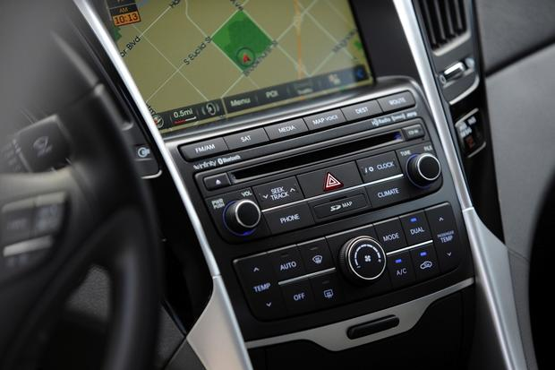 2014 vs. 2015 Hyundai Sonata: What's the Difference? featured image large thumb7