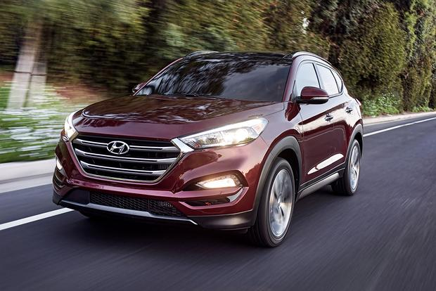 2015 vs. 2016 Hyundai Tucson: What's the Difference? featured image large thumb0