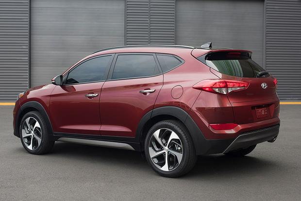 2016 Hyundai Tucson vs. 2015 Honda CR-V: Which is Better? featured image large thumb2