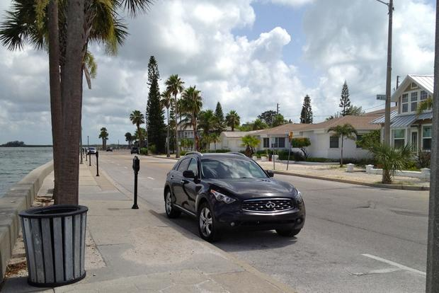 2011 Infiniti FX35 - Long-Term Test - Gallery 3