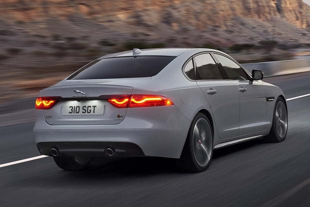 2016 Jaguar XF vs. 2017 Jaguar XE: What's the Difference? featured image large thumb3