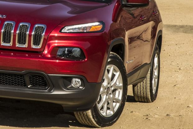 2014 Jeep Cherokee vs. 2014 Honda CR-V: Which Is Better? featured image large thumb4