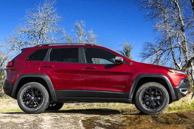 2014 Jeep Cherokee vs. 2014 Honda CR-V: Which Is Better? featured image large thumb5