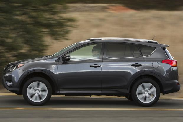 2014 Jeep Cherokee vs. 2014 Toyota RAV4: Which Is Better? featured image large thumb1