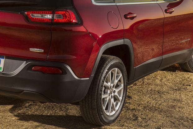 2014 Jeep Cherokee vs. 2014 Toyota RAV4: Which Is Better? featured image large thumb6