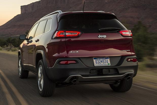 2015 Jeep Cherokee vs. 2015 Jeep Grand Cherokee: What's the Difference? featured image large thumb3