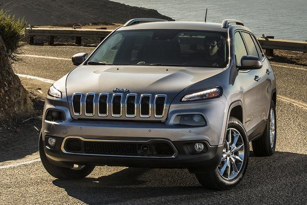 Jeep Cherokee Vs Grand Cherokee >> 2015 Jeep Cherokee Vs 2015 Jeep Grand Cherokee What S The