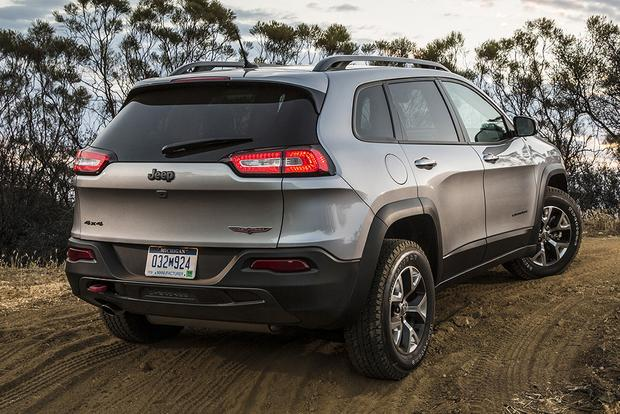 2015 Jeep Cherokee vs. 2015 Jeep Grand Cherokee: What's the Difference? featured image large thumb9