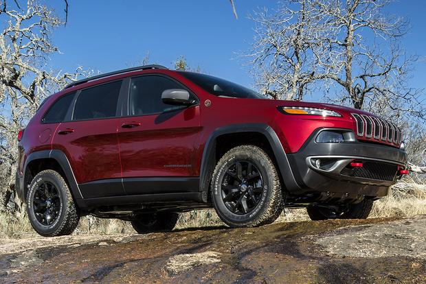 2018 Jeep Cherokee vs. 2018 Jeep Compass: What's the Difference? featured image large thumb5