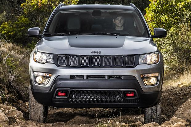 2018 Jeep Cherokee vs. 2018 Jeep Compass: What's the Difference? featured image large thumb12