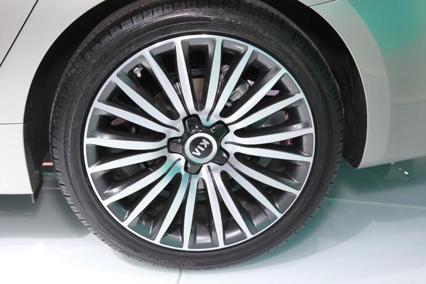 2014 Kia Cadenza Premium Sedan: Detroit Auto Show featured image large thumb6