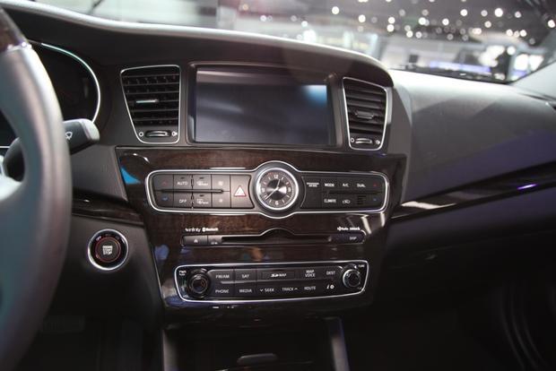 2014 Kia Cadenza Premium Sedan: Detroit Auto Show featured image large thumb10