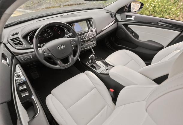 2015 Kia Cadenza: New Car Review featured image large thumb2