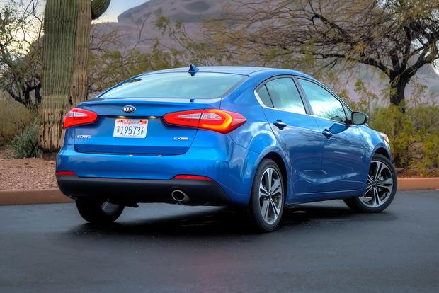 2015 Kia Forte vs. 2015 Hyundai Elantra: What's the Difference? featured image large thumb9