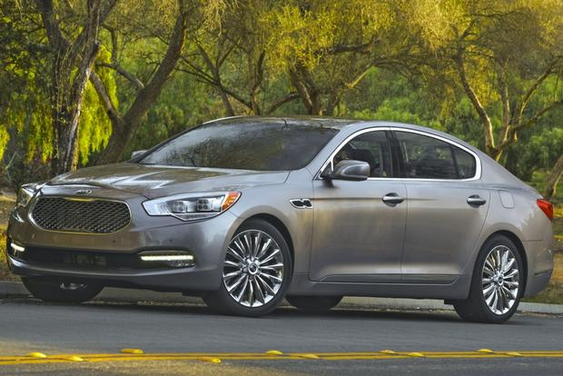 2015 Kia K900: New Car Review featured image large thumb1