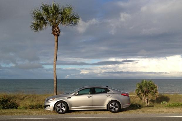 2012 Kia Optima Hybrid: Should You Opt for the Hybrid?