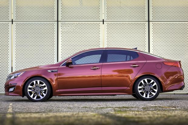 2014 Kia Optima vs. 2014 Hyundai Sonata: What's the Difference? featured image large thumb2
