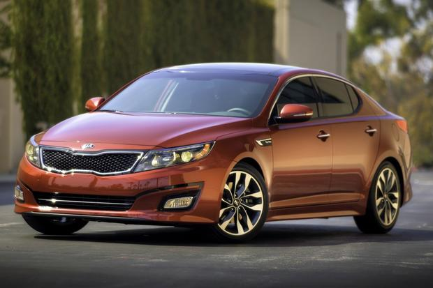 2014 Kia Optima vs. 2014 Hyundai Sonata: What's the Difference? featured image large thumb1